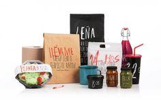 Branding con mucha identidad, vasos muy simples y brutos
