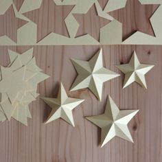 Sterne aus Papier stars paper # paper # stars The post stars paper # paper # stars appeared first on Lori Fairman. 3d Paper Star, 3d Star, Paper Stars, Silhouette Cameo Freebies, Christmas Crafts, Christmas Decorations, Xmas, 3d Origami Stern, Aniversario Star Wars