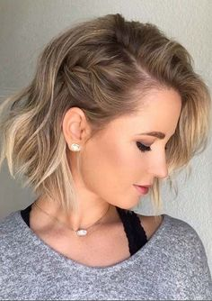 Beautiful bob Cuts side braid You Must Try in 2020 Short Layered Haircuts, Layered Bob Hairstyles, Short Hair Cuts, Cool Hairstyles, Bob Haircuts, Hairstyle Short, Easy Short Hairstyles, Hairstyle Ideas, Short Hairstyle Tutorial