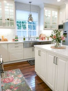 Stunning 70 Gorgeous Farmhouse Kitchen Cabinet Makeover Ideas https://decorapartment.com/70-gorgeous-farmhouse-kitchen-cabinet-makeover-ideas/