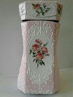 Botellas Decoupage Vintage, Decoupage Jars, Bottles And Jars, Glass Jars, Shabby Chic Jars, Wedding Centerpieces Mason Jars, Candle Art, Glass Bottle Crafts, Bottle Cap Art