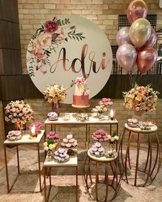 The anniversary is extra special. Check inspirations and tips for organizing a party 15 years simple and unforgettable! 15th Birthday, Baby Birthday, Birthday Parties, Birthday Decorations, Wedding Decorations, 30th Party, Party Organization, Organizing, Gold Party