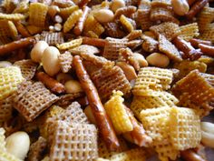 Homemade Microwave Chex Mix Eat this every day! Trail Mix Recipes, Snack Recipes, Cereal Recipes, Gf Recipes, Soup Recipes, Homemade Chex Mix, Jelly Cookies, Shortbread Cookies