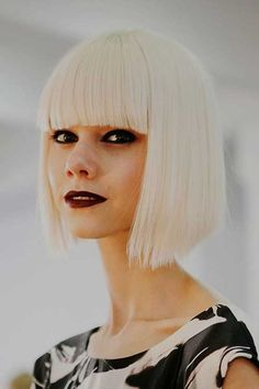 """It can not be repeated enough, bob is one of the most versatile looks ever. We wear with style the French """"bob"""", a classic that gives your appearance a little je-ne-sais-quoi. So, it's simple! Here is """"bob"""" Despite its unpretentious… Continue Reading → Bob Hairstyles 2018, Blonde Bob Hairstyles, Medium Bob Hairstyles, Trending Hairstyles, Cool Hairstyles, Blunt Bob With Bangs, Blunt Bob Haircuts, Bob Haircut With Bangs, Blunt Haircut"""