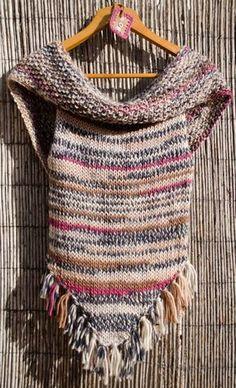 100 % lã  100% feito à mão.  A gola pode ser usada solta formando uma espécie de capa sobre os ombros, ou presa com uns botões já aplica... Crochet Shawl, Knit Crochet, Battle Jacket, Knitting Stiches, Crochet Woman, Knit Vest, Knitwear, Crochet Patterns, Clothes