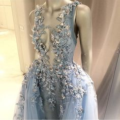 Самые популярные тэги этого изображения включают: dress, fashion, blue и luxury