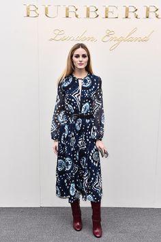 Olivia Palermo en robe folk et bottes hautes au défilé Burberry