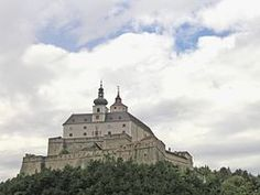 Croatian: Fortnavski grad) is a castle built in the late Middle Ages near the municipality of Forchtenstein in northern Burgenland, Austria. Women In History, Art History, Austria, Medieval, Late Middle Ages, Germany Castles, Places To See, Taj Mahal, Architecture