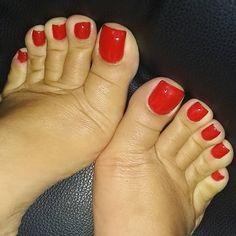 I love women's feet! Pretty Toe Nails, Pretty Toes, Gorgeous Feet, Beautiful, Cute Toes, Sexy Toes, Female Feet, Women's Feet, Long Toes