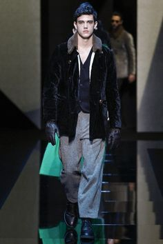See the complete Giorgio Armani Fall 2017 Menswear collection.