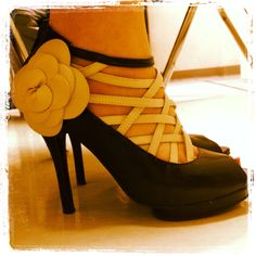 My favorite shoes of the week. Flamenco style ;-)