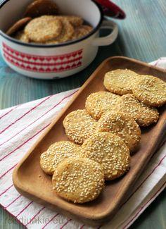 """Μπισκότα """"χαλβά"""": με ταχίνι και σουσάμι! (χωρίς μιξέρ) Tahini, Cookie Recipes, Junk Food, Cereal, Cookies, Breakfast, Desserts, Recipes For Biscuits, Crack Crackers"""
