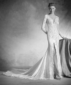 Nenufar - Vestido de noiva em chantilly, tule e renda e decote em bico