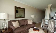 South Forest Beach Condo 43-211 Hilton Head Island South Forest Beach Condo 43-211 offers accommodation in Hilton Head Island. The air-conditioned unit is 32 km from Savannah.  The kitchen has a dishwasher. A TV with cable channels is featured.