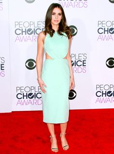 The 2016 People's Choice Awards: Alison Brie http://en.louloumagazine.com/celebrity/red-carpet/the-2016-peoples-choice-awards/ / Les People's Choice Awards 2016: Alison Brie http://fr.louloumagazine.com/stars/tapis-rouge/les-peoples-choice-awards-2016/
