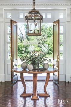 Elegant Interiors to Match Classical Architecture in the Foyer Entrance Table, Entrance Foyer, Entryway Decor, Entryway Ideas, Hallway Ideas, Grand Entrance, Round Entry Table, Entry Tables, Sofa Tables