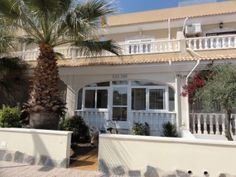 Fabuluos 3 bedroom townhouse in Los Alcazares with pool views & all ameneties just 3 minute walk away.