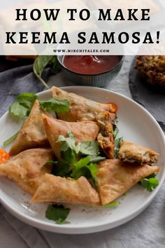 Keema samosa is a popular Pakistani snack with a filling of keema enclosed in a flour based pastry and deep fried. Enjoy it hot with mint chutney on the side. Eid Recipes, Ramadan Recipes, Snack Recipes, Savory Snacks, Healthy Snacks, Eid Breakfast, Keema Samosa, Turkey Mince, Eid Food