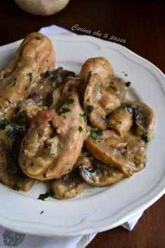 """Pollo con crema di funghi, un secondo piatto degno dei migliori ristoranti, non potrete rinunciare alla """"scarpetta"""" grazie alla sua crema saporita!"""