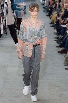 Louis Vuitton Fall 2017 Menswear Collection Photos - Vogue