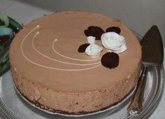Pätkis-juustokakku 24cm vuokaan Pohja: 1,5 pötköä Domino-keksejä (mintun makuista) n.60g voita Täyte: 1,5 pussia pätkiksiä 3 riviä... Finnish Recipes, Cheesecakes, Cake Recipes, Cake Decorating, Food And Drink, Sweets, Party, Desserts, Food Cakes