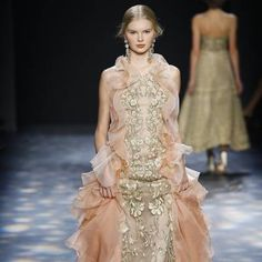 See all the Collection photos from Marchesa Autumn/Winter 2016 Ready-To-Wear now on British Vogue Marchesa 2016, Fall Winter, Autumn, Ready To Wear, British, Vogue, How To Wear, Collection, Dresses