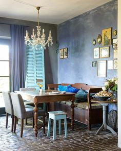 bed and breakfast – restaurant – wijnwinkel – Sevenum Breakfast Restaurants, Bohemian House, Bed And Breakfast, Interior And Exterior, Tiny House, Dining Table, Comfy, Furniture, Home Decor