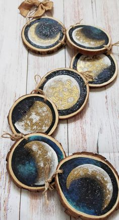 Autumn Crafts, Nature Crafts, Wood Slice Crafts, Moon Crafts, Painting On Wood, Wood Paintings, Bordado Floral, Moon Decor, Wood Circles
