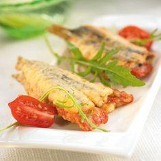 Gefrituurde ansjovis gevuld met paprika