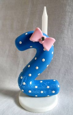 Vela personalizada, decorada com biscuit no tema Galinha Pintadinha. 10cm    A vela poderá ser confeccionada em qualquer tema e para qualquer idade. R$ 20,00