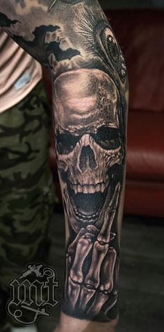 skull middle finger