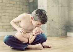 2 hermanos queriéndose
