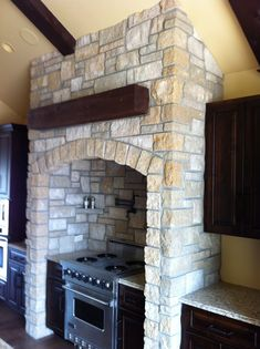 This stunning kitchen highlights Cambrian Creek natural thin veneer from the Quarry Mill. Cottage Design, Rustic Kitchen, Stone Accent Walls, Kitchen Remodel Small, Thin Stone Veneer, Modern Villa Design, Rustic Kitchen Cabinets, Brick Veneer, Stone Kitchen