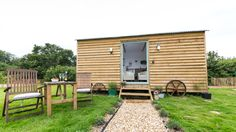 Holiday Cottages on The Isle of Wight – Buttercup Barn Rosemary is a cosy self catering shepherds hut with private garden on the Isle of Wight. Sleeps 2 & is pet friendly. Log Cabin Holidays, Glamping Holidays, Shepherds Hut, Granny Flat, Private Garden, Isle Of Wight, Lodges, Countryside, Shed