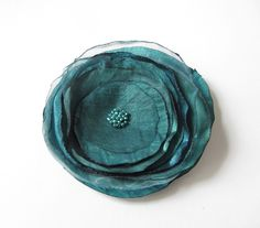 Anstecker - Blüten - Anstecker Brosche Organza-Satin-Blüte petrol - ein Designerstück von soschoen bei DaWanda