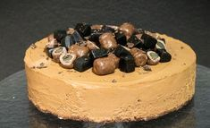 Tänään vietetään kansainvälistä lakritsipäivää. Vietä päivää leipomalla lakritsijuustokakku.