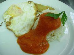 Arròs a la cubana # Arroz a la cubana (con tomate frito, huevo duro y plátano frito)