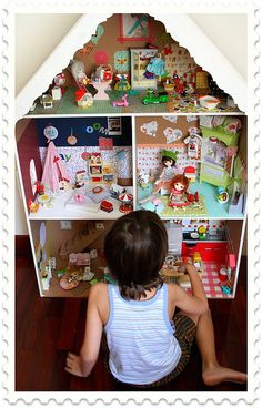 Dollhouse Finished Love to make this bigger so it can be a barbie house instead of little dolls Cardboard Dollhouse, Cardboard Crafts, Diy Dollhouse, Dollhouse Furniture, Dollhouse Miniatures, Doll Furniture, Barbie Doll House, Barbie Dolls, Diy For Kids