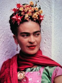 bourgeoisbohemianism:    (via random beauty / Frida Kahlo)    she's the only woman who can pull off a unibrow