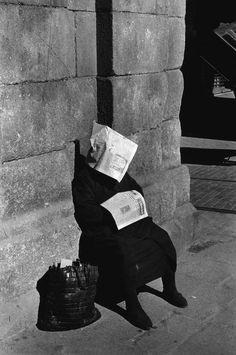 Siesta of lottery vendor, Madrid, by Inge Morath, 1966.