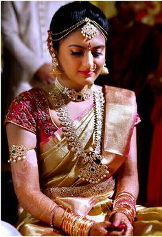 Wedding Indian Hairstyles Finals New Ideas Bridal Silk Saree, Saree Wedding, Wedding Bride, South Indian Weddings, South Indian Bride, Beautiful Saree, Beautiful Bride, Wedding Saree Collection, Indian Bridal Makeup