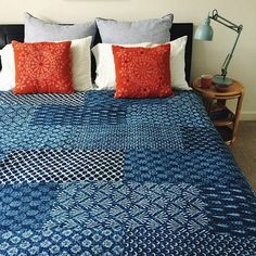 Helt fantastisk  queen size indigo blue kantha quilt hand block printed handmade kantha quilt bedding throw to make your bedding a focal point. Shipping worldwide USA, UK, Canada, Australia and Europe countries.