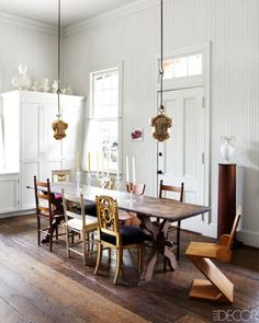 Create a space in your that's completely unique! Loving the mismatched and interesting fixtures in this dining room from Elle Decor. What's unique about your home? Woven Dining Chairs, Dining Room Chairs, Dining Area, Style At Home, Elle Decor, Mismatched Chairs, Home Fashion, House Tours, Interior Inspiration
