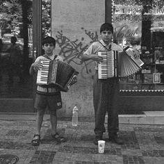 https://flic.kr/p/rygzGF | Children in Prague | Prague, 1998 (scan from film)