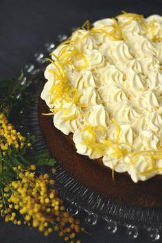 Máktorta citromhabbal Szeretem a színvilágát ennek a tortának, olyan karakteres. A fekete mákszemeket a citromos hab csak még jobban kiemeli. Olyan könnyed ez a máktorta, hogy szinte simogat a falat a szájban.  Neked Cake Budapest