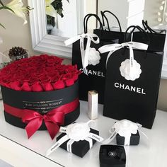 "queens-be-like: ""Queen Slays-be-like"" - Beste Just Luxus Boujee Lifestyle, Million Roses, Rosen Box, Romantic Surprise, Perfect Day, Expensive Taste, Rich Girl, Flower Boxes, Girly Things"