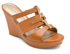 Locklyn 3 Band Slide - perfectly stylish and comfortable for all casual Fridays.