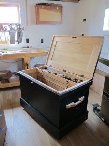 Chris Schwarz, Popular Woodworking contributing editor, makes a pair of much-needed handles for his Anarchist's Tool Chest with Roy Underhill – and avoids a divorce in the process. Popular Woodworking, Woodworking Shop, Woodworking Projects, Woodworking Plans, Toy Storage Boxes, Shop Storage, Tool Box On Wheels, Wooden Tool Boxes, Wood Shop Projects