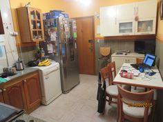 Video Autorretrato: con las fotos del video quise reflejar las distintas situaciones en las que estudio en mi casa (en la cocina), mientras estoy atenta a mi familia, cocinando, corrigiendo, mirando cuadernos de mi hijo, a veces merendando, con la tele, preparando la comida, etc.  Nunca con la tranquilidad necesaria.  En fin, la cocina es mi centro de operaciones.  Elegí el editor de youtube para crearlo. http://youtu.be/29ME6m8zu2o