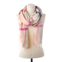 Der Schal mit frischen Farben und großflächigem Karo-Muster erweckt Frühlingsgefühle und heitert graue Tage auf. Schlingen Sie ihn eng um Ihren Hals oder lassen Sie ihn locker über die Schultern im Wind flattern - genießen Sie angenehme Codello-Qualität! Material: 80% VISKOSE 20% BAUMWOLLE...